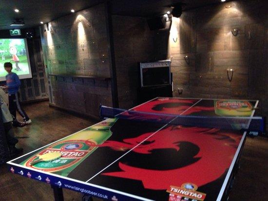 Vic Pub\Kitchen and Social Club: Table tennis!