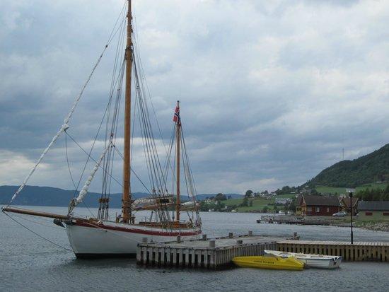 Rosendal Fjordhotel: Blick in den Fjord