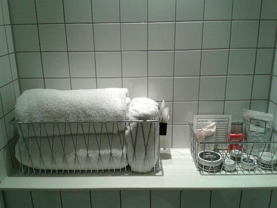 Ace Hotel London Shoreditch: Towels and extra bathroom goodies to buy