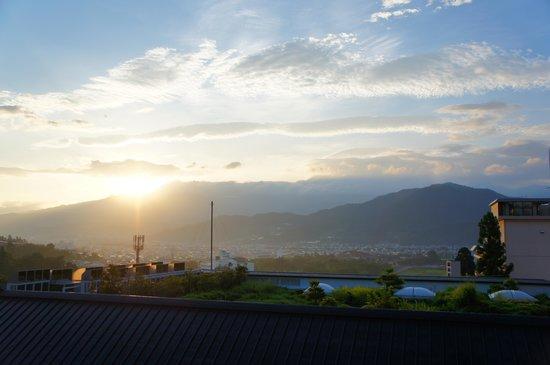 Saikatei Jidaiya: 蔵王連峰から昇る朝日が見えました