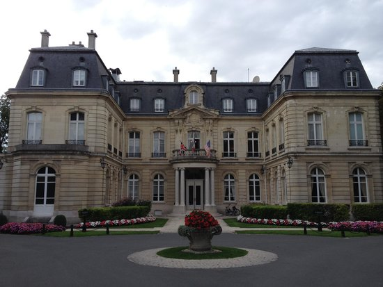 Chateau Les Crayeres: From the Front