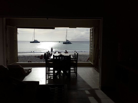 Clef des Iles : All 4 apartments open straight onto the beach.