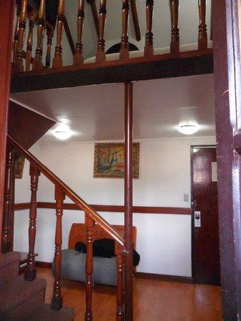 Royal Inka I: El piso de abajo de mi habitación, arriba el domitorio