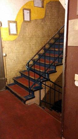 Globetrotter Hostel Odyssee: Stairs/hallway