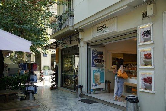 Fresko Yogurt Bar: outside
