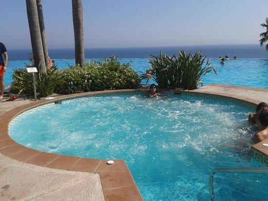 Playacalida Spa Hotel: Piscina panoramica con jacuzzi