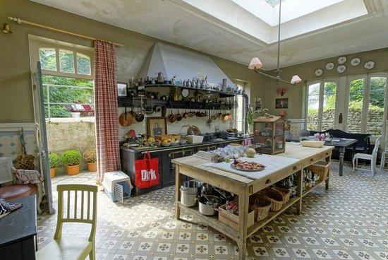 la cuisine pique picture of chateau de vaulx saint julien de civry tripadvisor. Black Bedroom Furniture Sets. Home Design Ideas