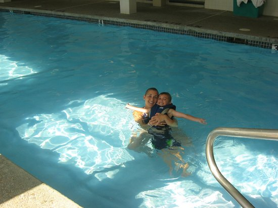 Golden Eagle Lodge: indoor pool