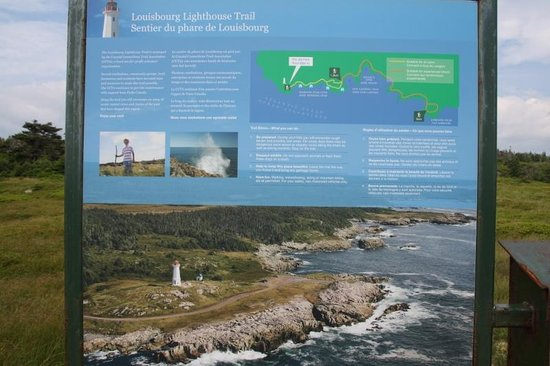 Louisbourg Lighthouse: lightouse trail