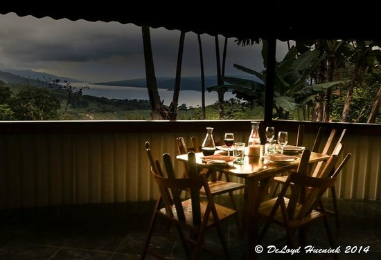 Tres Cabras Restaurante at Nepenthe : Table for two - Photo courtesy of DeLoyd Huenink Photography