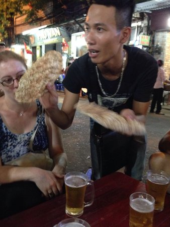 Hanoi Street Food Tour: Great local beer on the street straight from the keg! Served up with some rice crackers & chilli