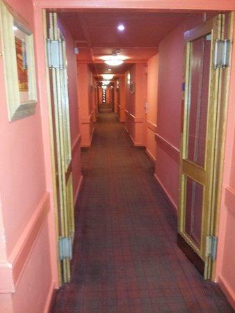 Erskine Bridge Hotel: 6th Floor Hallway