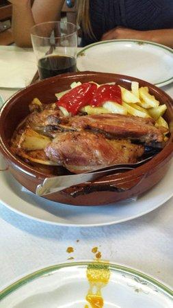 Bar Martinez - Casa Zapateiro: Codillo con patatas
