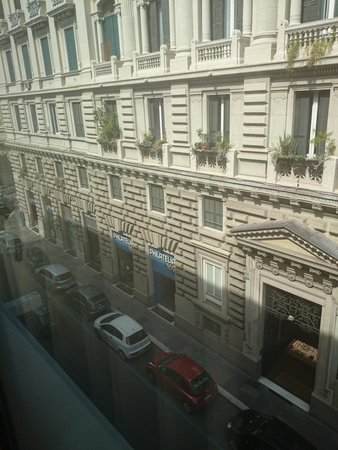 Hotel Commodore Roma: View from Room 330