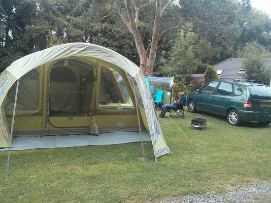 Hidden Valley Touring & Camping Park: Medium pitch very roomy