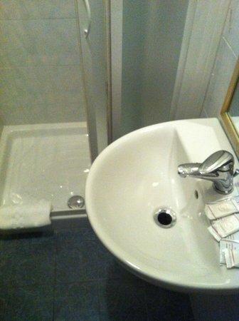 """Hotel Azzi - Locanda degli Artisti: """"bagno"""""""