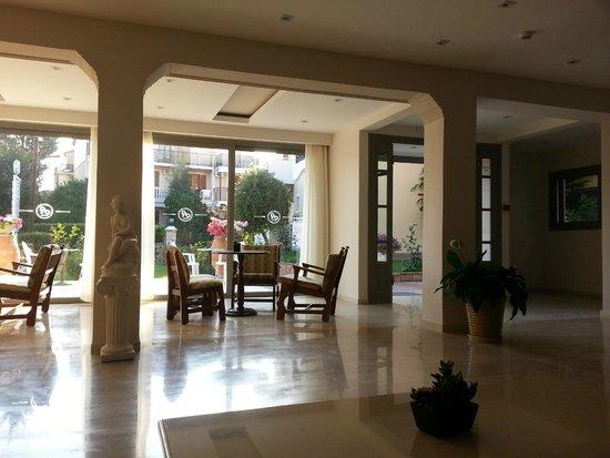 Family Inn : nice reception area