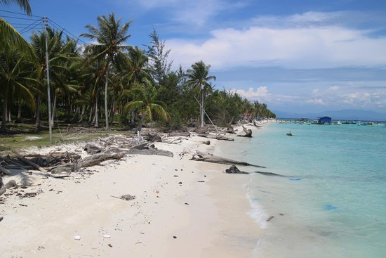 Mantanani Island: beaches and you can walk it to another resort area