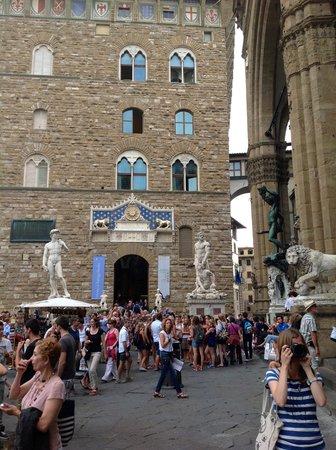 Loggia dei Lanzi : Side view to the Palazzo Vecchio