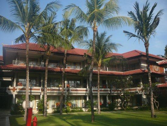 Holiday Inn Resort Baruna Bali: Properti yang menghadap pantai