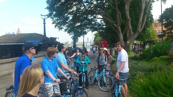 The London Bicycle Tour Company: Stephen is talking about the sights
