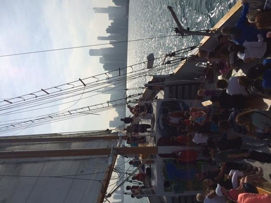 Tall Ship Windy: Great views of the Chicago skyline