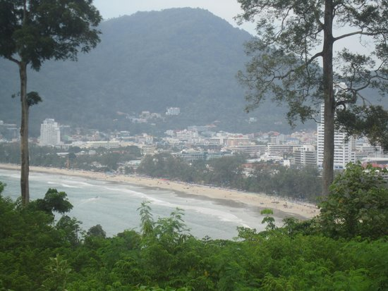 Phuket Marriott Resort & Spa, Merlin Beach: view when walking into patong