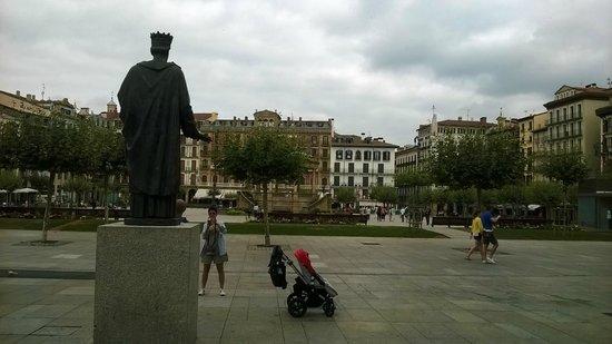 Plaza del Castillo. Pamplona. Desde la estatua de Carlos III, el Noble.