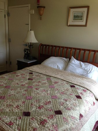 Laingdon Hotel: Comfy, firm bed
