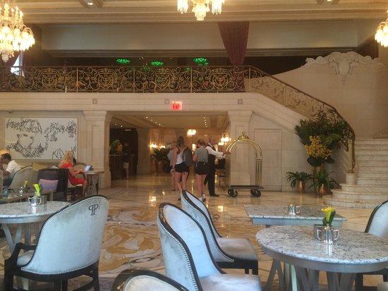 The Plaza: Lobby Bar