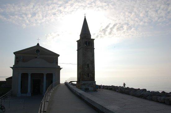 Santuario della Madonna dell'Angelo : Kirche am Meer