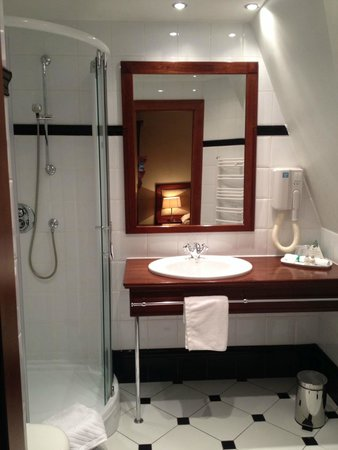 Park Hotel: Bathroom