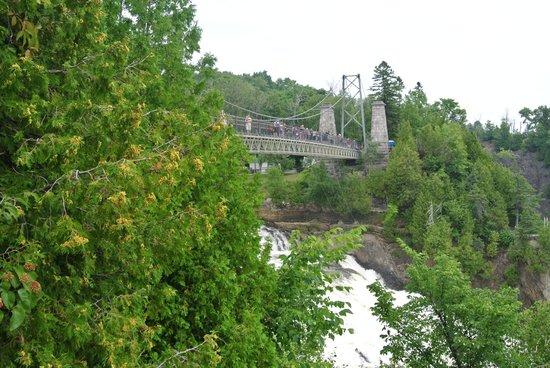 Montmorency Falls Park (Parc de la Chute-Montmorency): Bridge