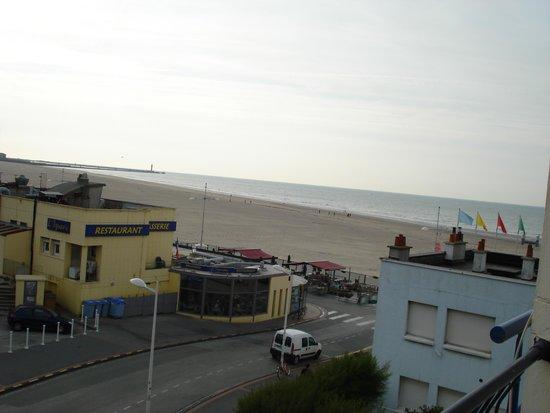 Le Transat Bleu : View to the beach