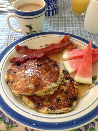 James Place Inn Bed and Breakfast: Breakfast - My Favourite Blueberry Pancakes