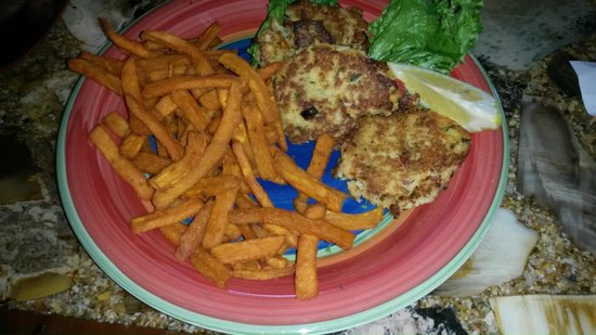 Bay Street Grill : crab cakes and sweet potato fries