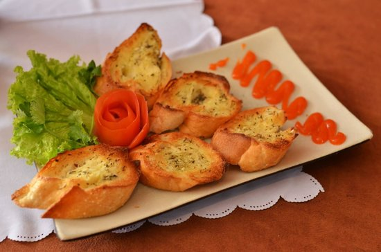 Chocolate Restaurant: Garlic Bread! It tastes even more delicious than it looks!