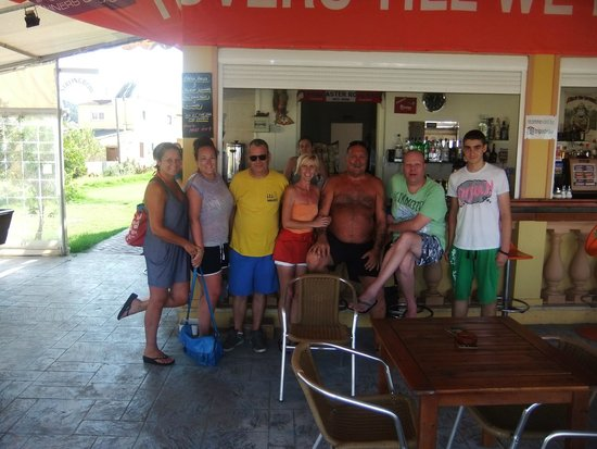 Seamonkeys Beach Bar : great to see all are friends at seamonkeys again.