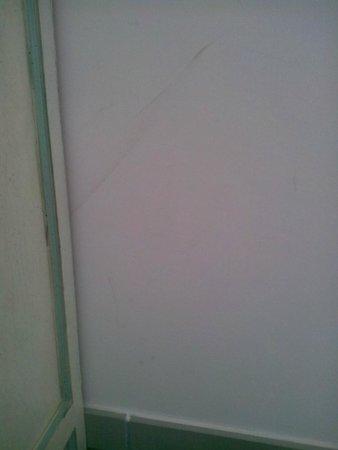 Residence Domaine de Camiole: traces sur les murs