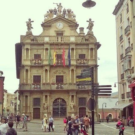 Fachada del Ayuntamiento de Pamplona en la Plaza de los Burgos.