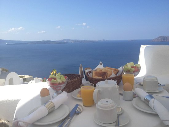Alexander's Boutique Hotel of Oia: Breakfast area for the first night