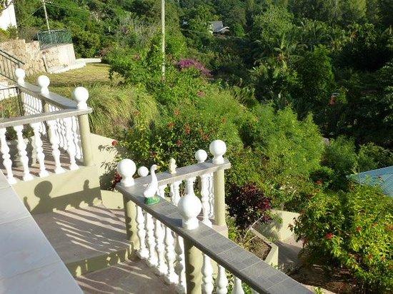 Villa Anse La Blague: Abgang zu Rezeption und Terrasse