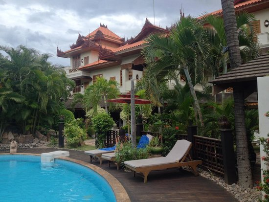 Hotel by the Red Canal, Mandalay : Vue depuis la piscine