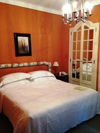 Helvetia & Bristol Hotel : 部屋は広くはありませんが心地よく使えました