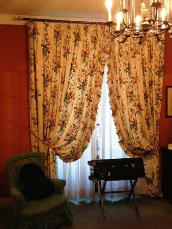 Helvetia & Bristol Hotel : 部屋の雰囲気はヨーロピアン。好きな人と嫌いな人に分かれそうです。