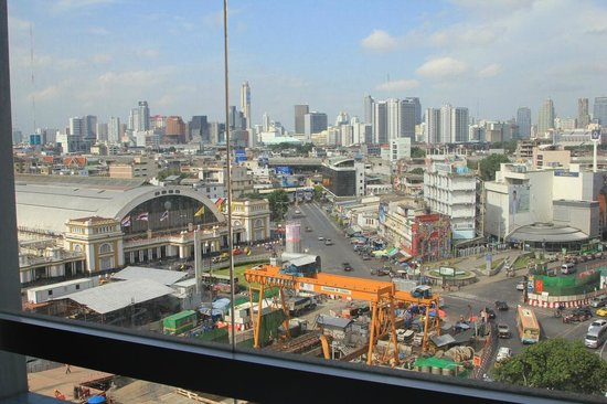 Prime Hotel Central Station Bangkok : Ausblick -10. Etage - direkt vom Bett aus