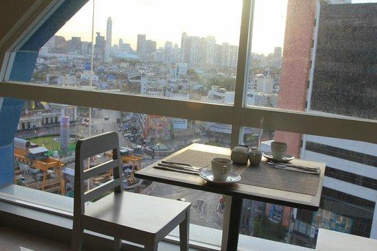Centra Central Station Hotel Bangkok: Blick beim Frühstück
