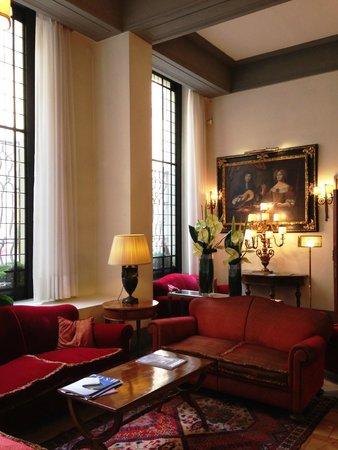 Helvetia & Bristol Hotel : ロビーフロアは明るくて素敵な雰囲気です