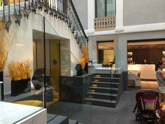 H10 Urquinaona Plaza : Reception