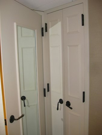 Gaylord Opryland Resort & Convention Center : Conflicting doors